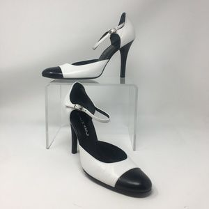 Michael white Black Heels 8M round toe ankle strap